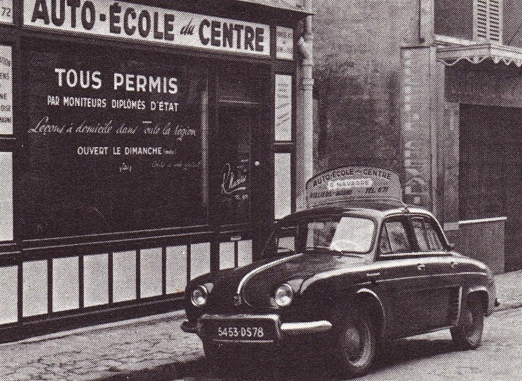 Postcard Renault Dauphine Auto-Ecole à Villiers sur Marne (94 Val de Marne) Collection ''Les nouvelles aventures automobiles'' L'Auto-Ecole / Editions H. Duchemin Rue Felix Faure Créteil 1968a