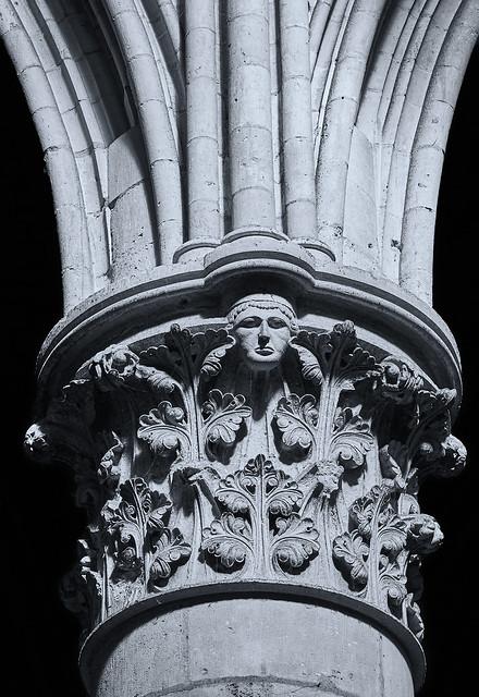 Rouen - Säule in der Kathedrale