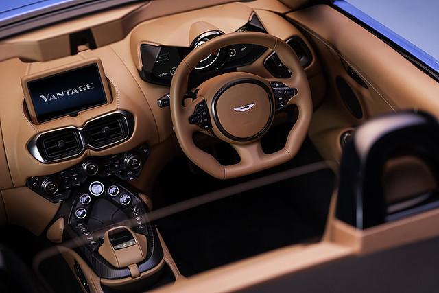 Aston Martin Vantage Roadster_10