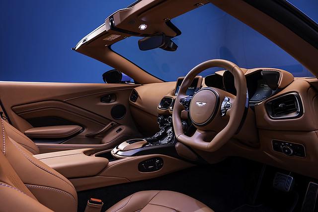 Aston Martin Vantage Roadster_11