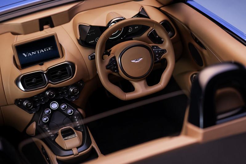 Aston-Martin-Vantage-Roadster (5)