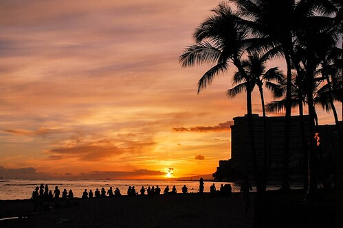hawaii oahu fierysunset dramaticsunset people silhouette scenic picturesque goldenhour evening twilight backlight beaches nikond60