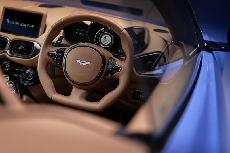 Aston-Martin-Vantage-Roadster (3)