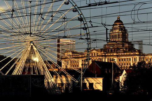 trainshot overheadlines ferriswheel cityscape sunset copperglow palaisdejustice courthouse thehotel brussels belgium nikond7200 hndrk