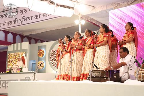 Marathi Geet by Uma Rajgar ji and Saathi, Sangli, MH