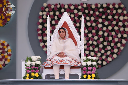 Satguru Mata Sudiksha Ji Maharaj gracing the sacred dais