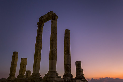 jordan amman middleeast temple templeofhercules colorful sunset sky moon night nightscape canon historical ammancitadel urban columns sun