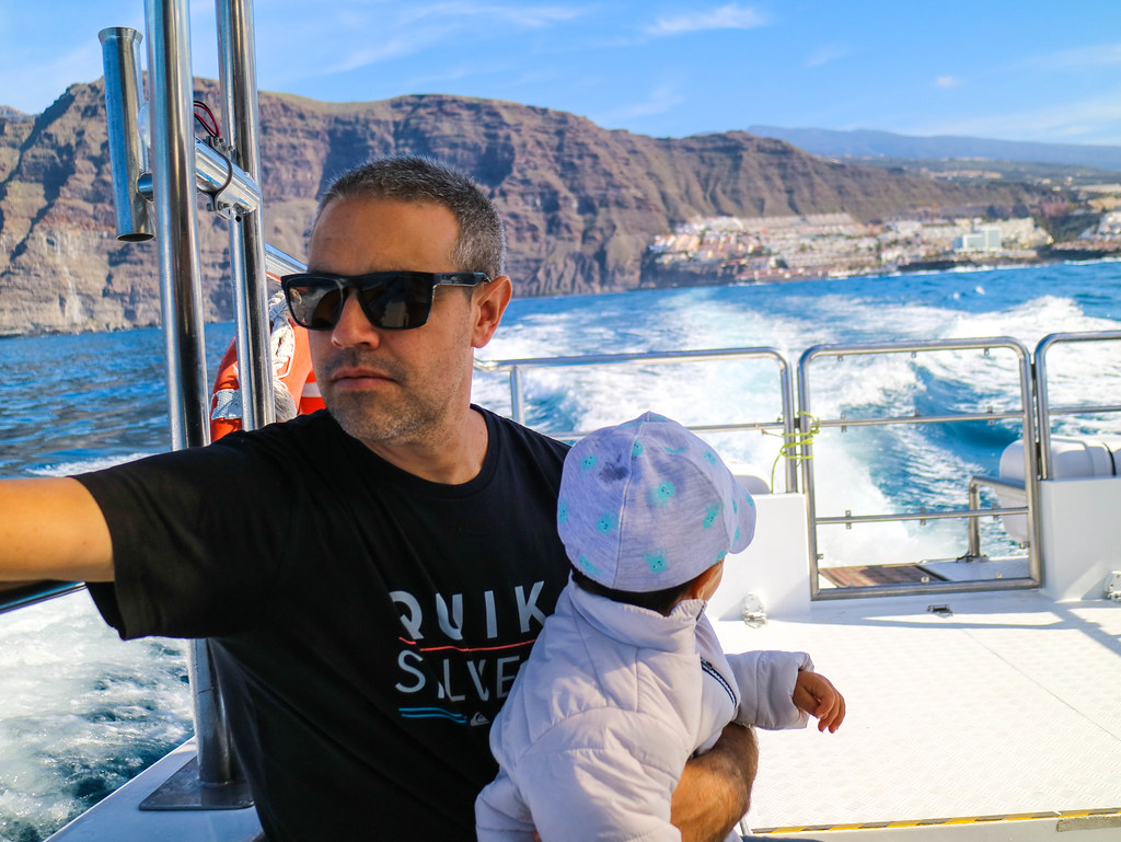 Avistamiento de cetaceos en Tenerife con un bebe