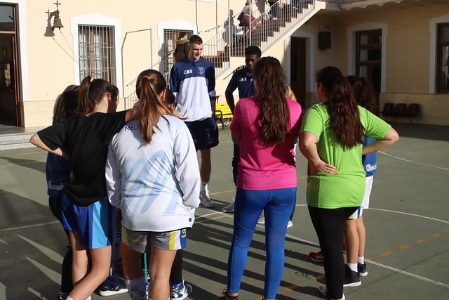SOCIAL | Hartwich y Belemene visitan al Infantil femenino de La Salle