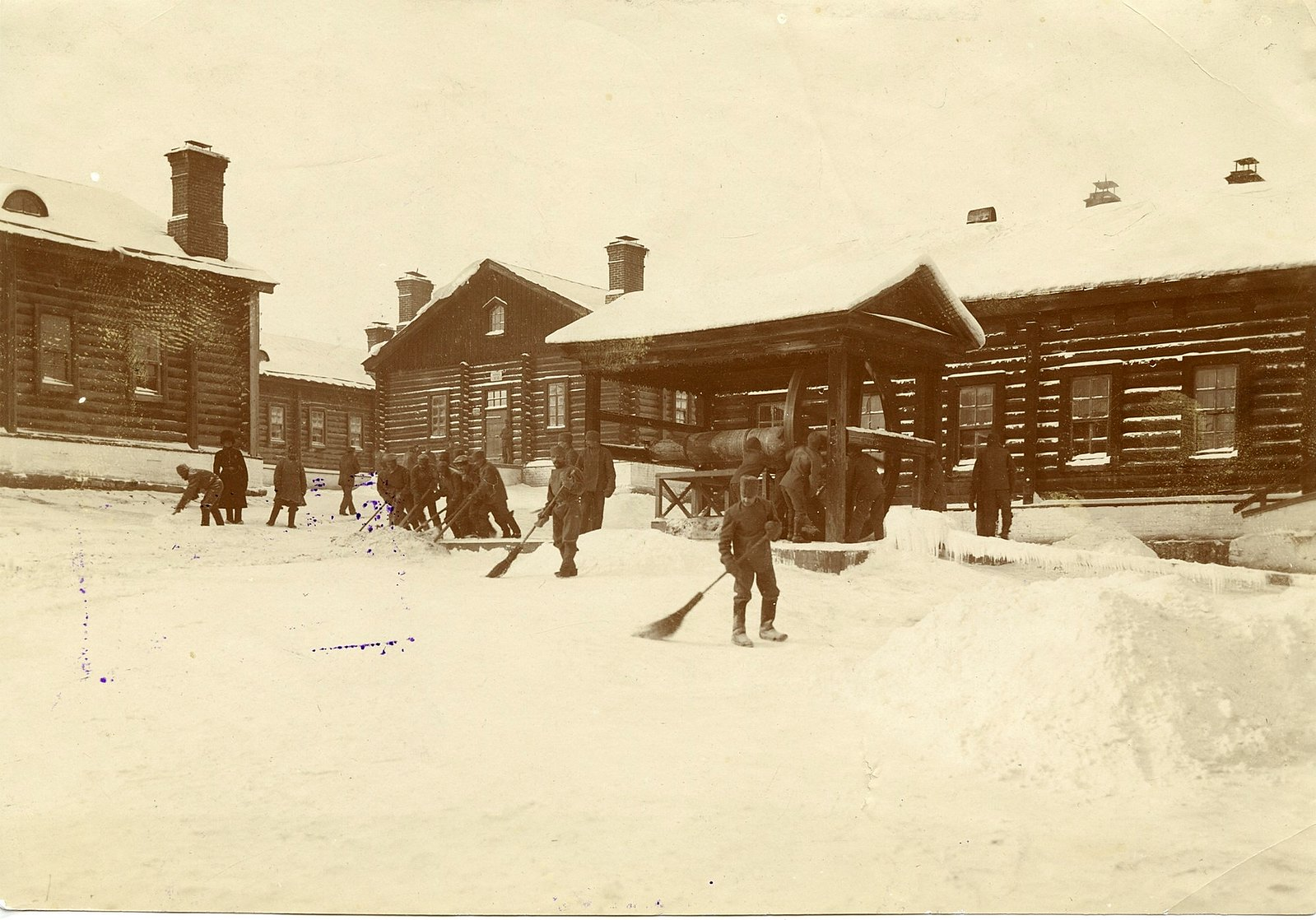 12. Уборка снега у больницы