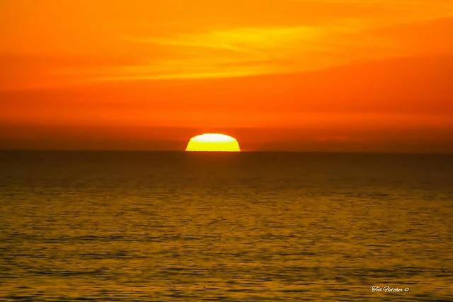 Ocean #sunset @pismobeachca @visitcalifornia a while back  #teamcanon #smugmug #mybeach #myhome #nature #landscape #seascapes #highwayone #centralcoast #pismobeach #slocounty #soslocal #sanluisobispo #ocean #travel #pismo