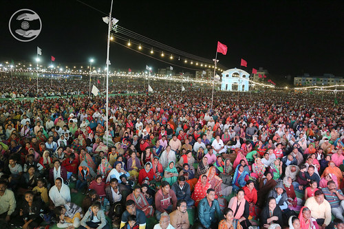 Devotees during Samagam
