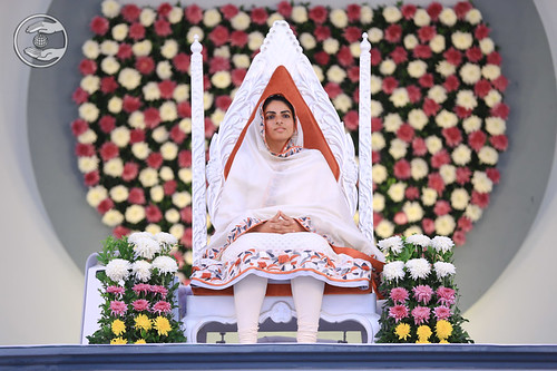 Satguru Mata Sudiksha Ji Maharaj on the holy dais