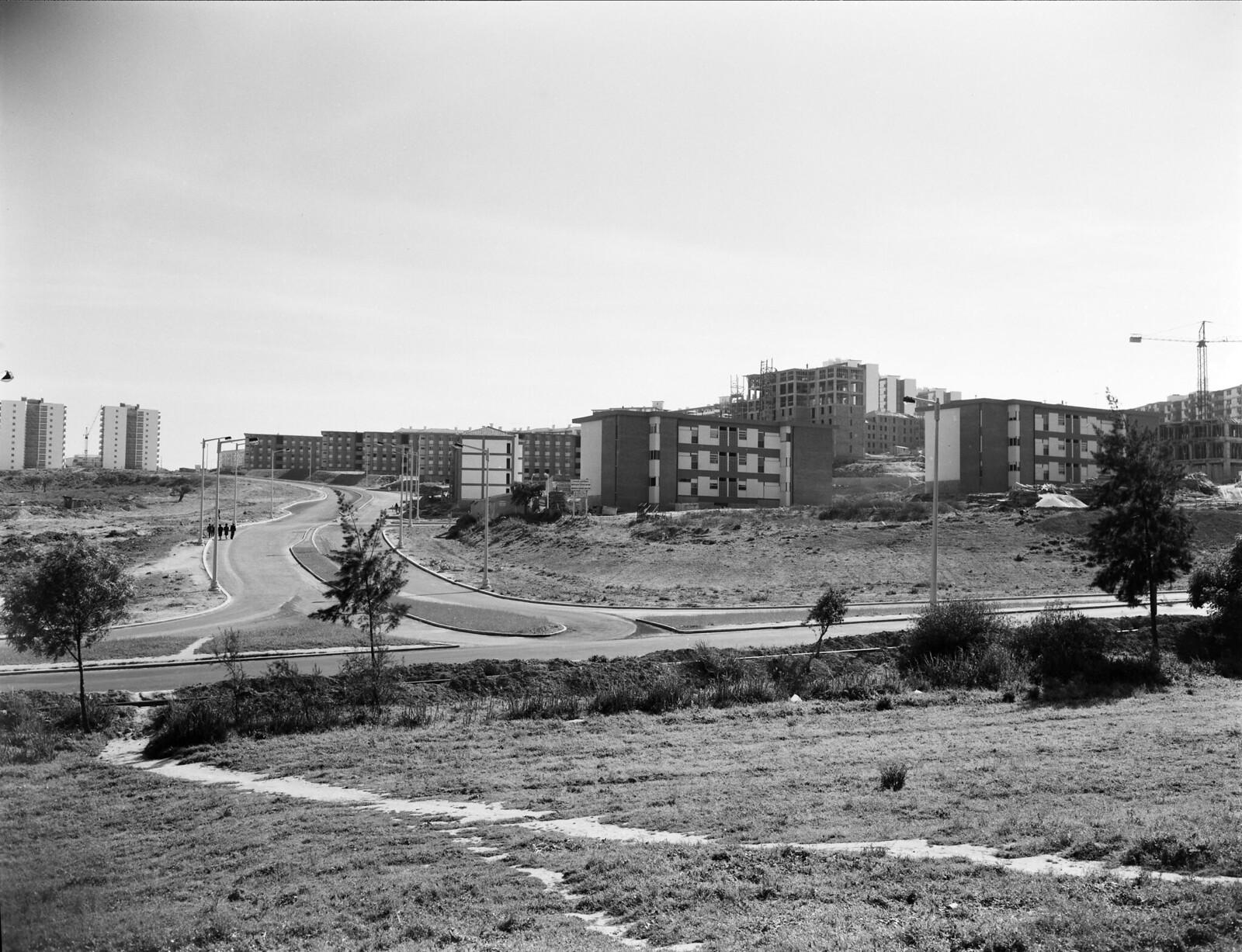 Futura Rua Cidade de Lourenço Marques no entroncamento com a Av. de Berlim, Olivais (M. Novais, c. 1965)