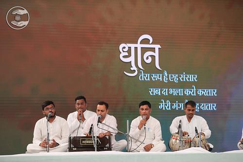 Dhuni: Suresh Patekar Ji and Sathi