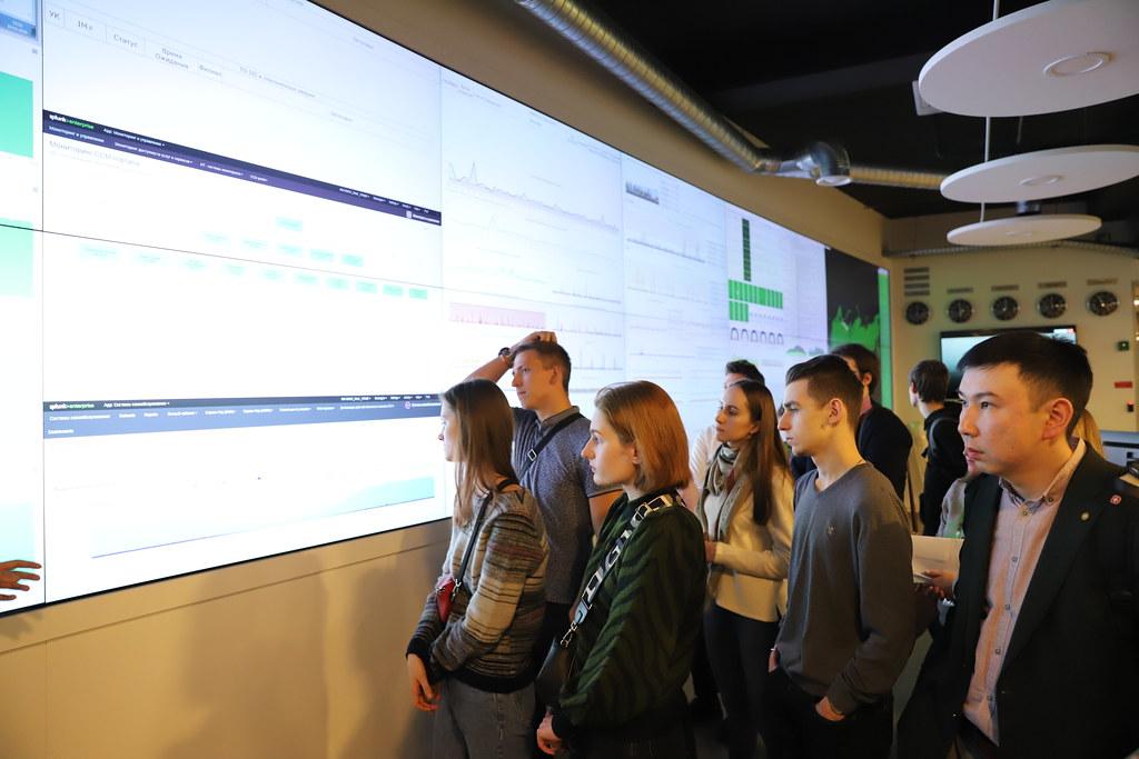 Учащиеся лаборатории «5G_Dream_Lab» посетили Единый центр управления сетью МегаФон