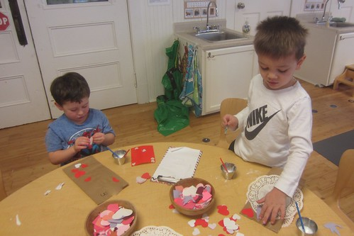 making Valentine bags