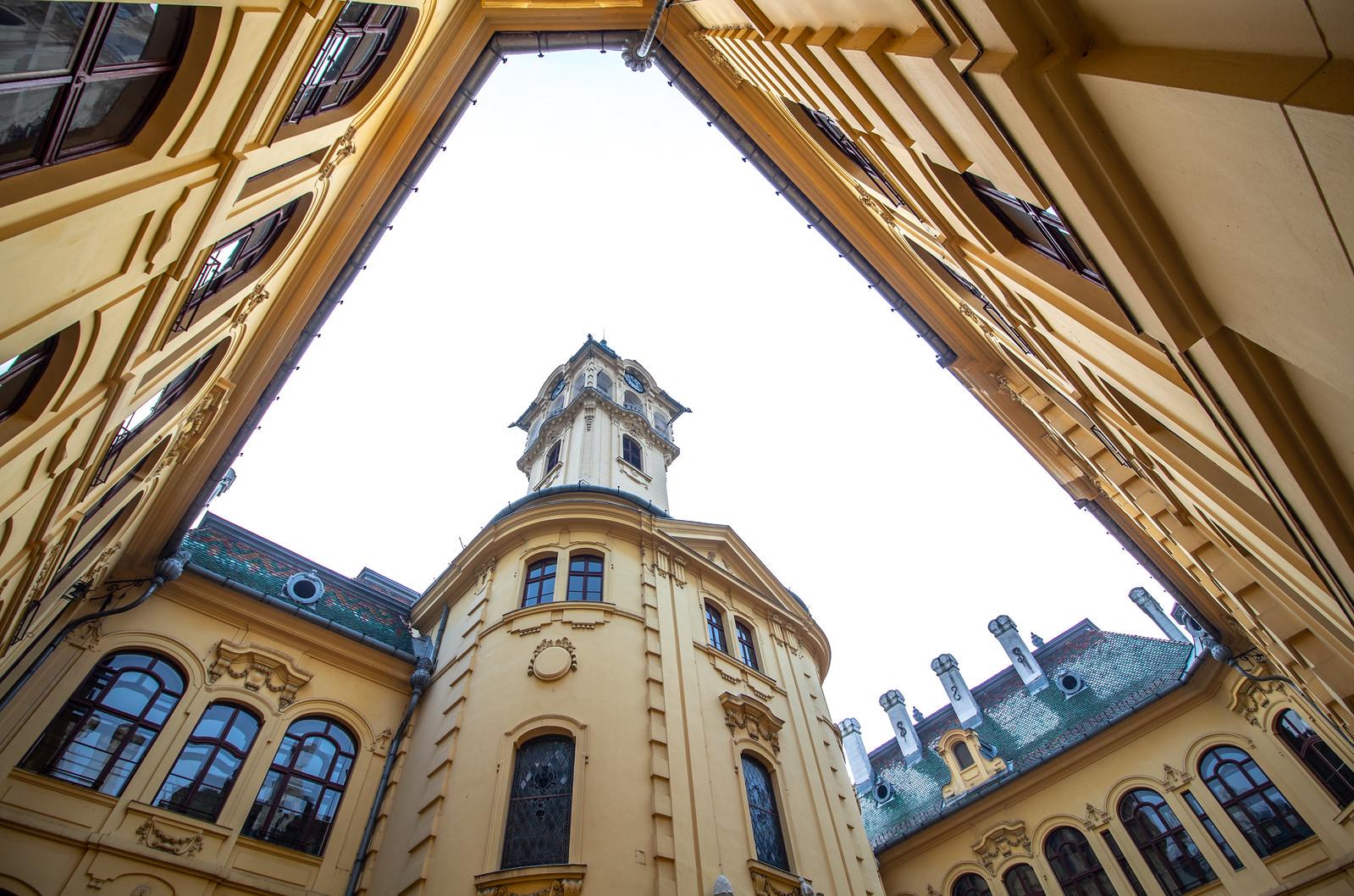 Elfogadták Szeged költségvetésének módosítását, 800 milliót vonnak el a városi cégektől