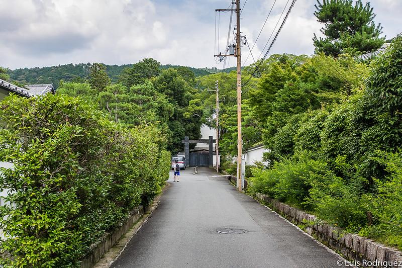 Camino de acceso al templo Nanzen-ji desde la estación de Keage