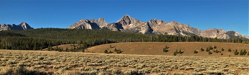 idaho sawtooths mountains plains scenery beautiful ranch range elk pronghorn bear bare trout sage rockies rockymountains peaks alpine wilderness stanley spruce pine fir forest