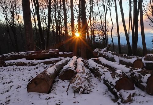 westernnorthcarolina sunset logs snow sunstar canoneosm6mkii canonefm22mmf20 landscape
