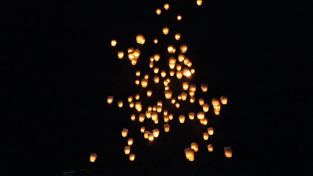 今年新北市天燈節活動分兩天,共釋放2300盞天燈。孫文臨攝