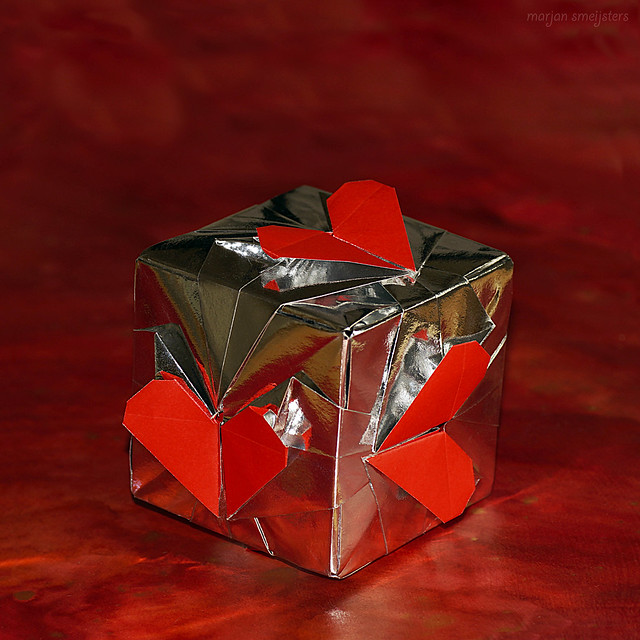 Origami Heart Cube Mudule (Francis Ow)