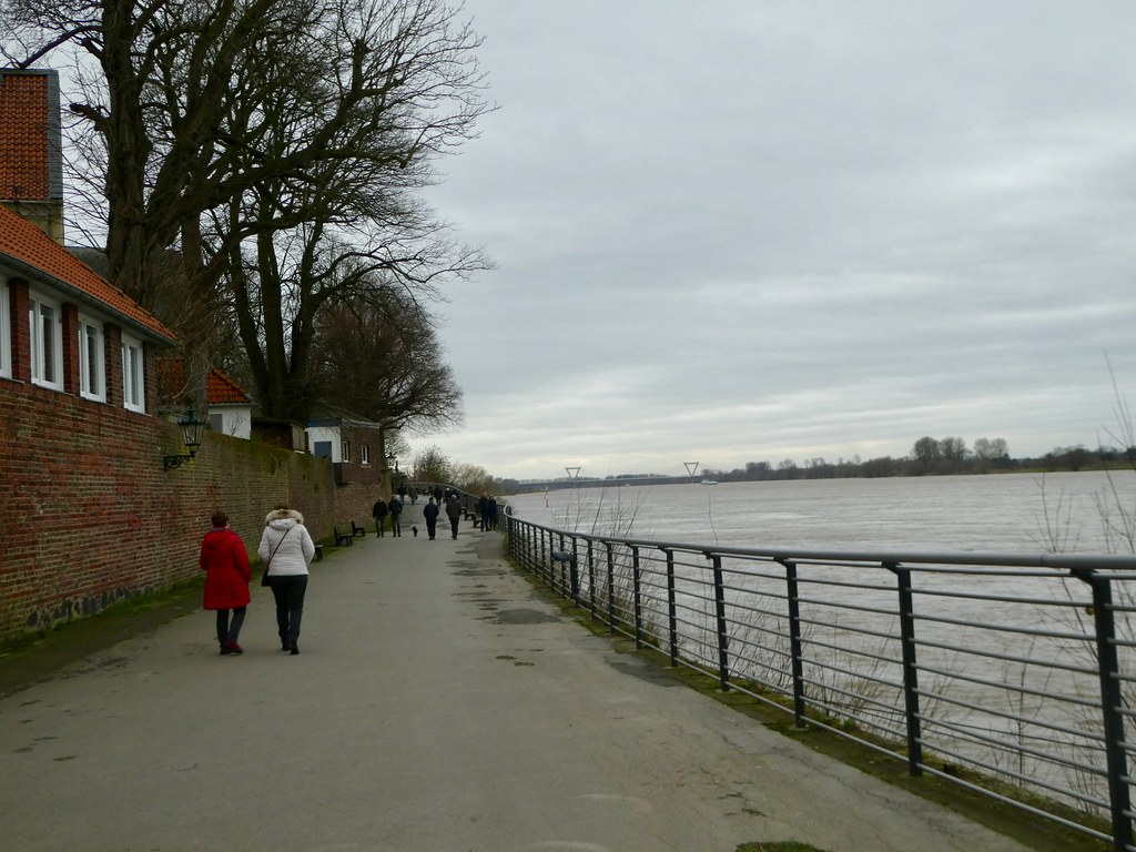 Along the Rhine promenade in Kaiserwerth, Düsseldorf