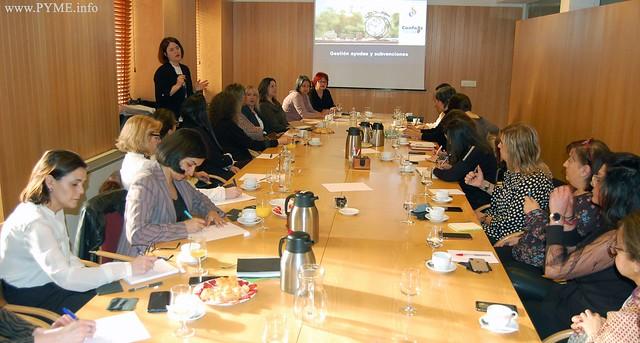 Celestina Martín, empresaria de AESAL y representante de la empresa Eleffan, imparte la jornada sobre subvenciones dirigida a las empresarias de Salamanca.