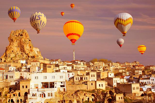 Orta Hisar Kalesi ve Balonlar(Orta Hisar Castle and Balloons)