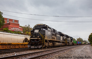 Penn Central heritage leading Ns 217. Bluefield, Wv.