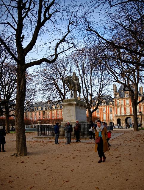 Paris / Place des Vosges / Square Louis XIII