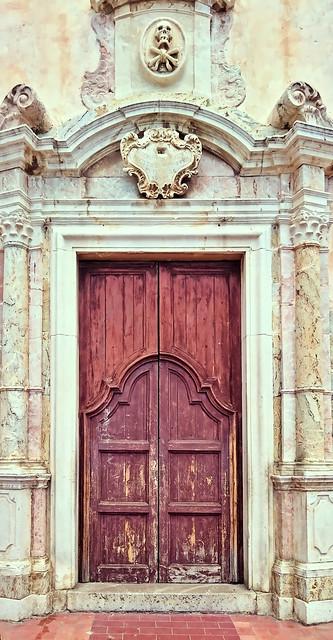 Portal de la Chiesa di San Giuseppe, Tormina, Sicilia.