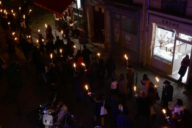Marche aux flambeaux contre le projet de