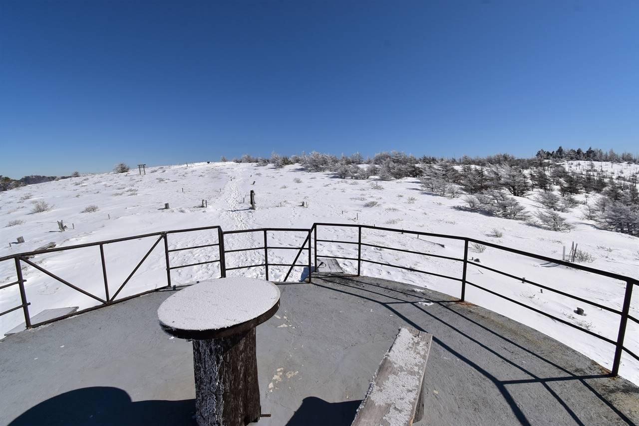 鉢伏山山頂シェルターの屋根