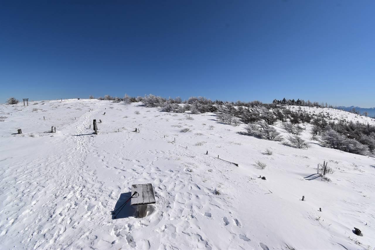 冬の鉢伏山登山 山頂に広がる雪景色