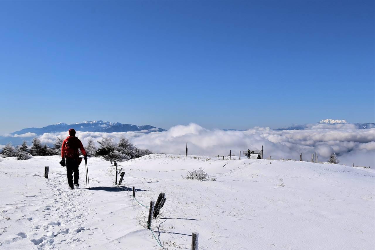 鉢伏山から眺める中央アルプスと御嶽山