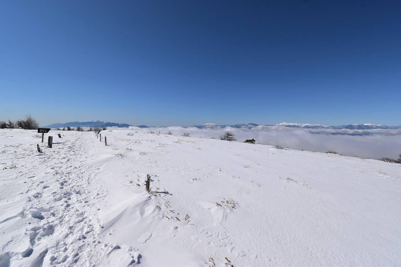 広大な雪景色広がる鉢伏山山頂