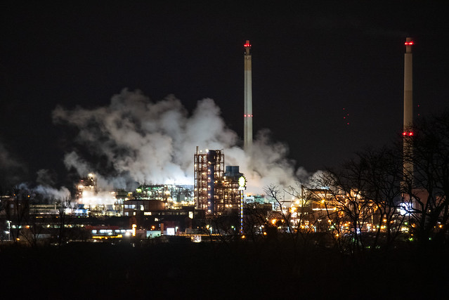 Industriegebiet bei Nacht / Industrial area by night