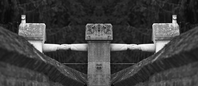4 hands grave (B&W mirrored).