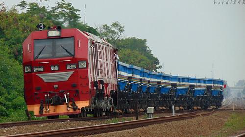 INKA CC300-03 with Ballast train