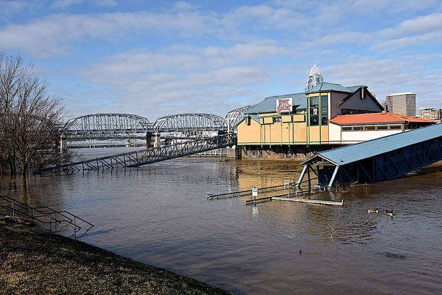No Access to Floating Restaurants