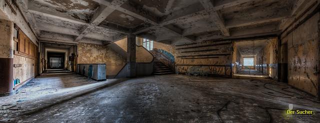 das dunkle Foyer