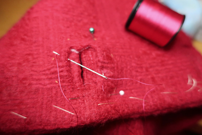 Red wool buttonhole5