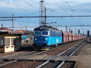 CD Cargo 122.016 passing Pardubice westbound on 10th February 2020