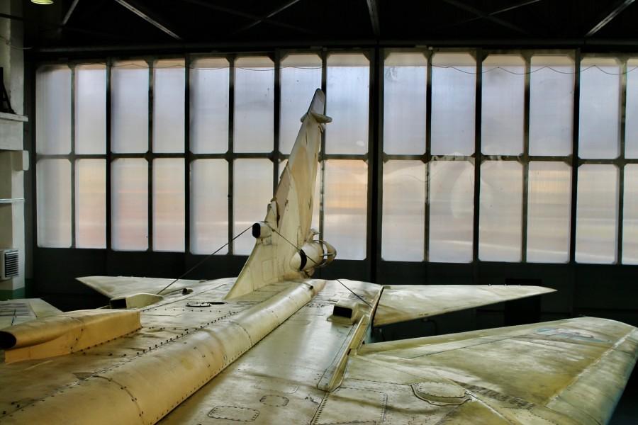تحديث أول ستة قاذفات AAF Su-24 ، في مصنع 514 ARZ في Rzhev روسيا. 49539291937_9208f729d3_b