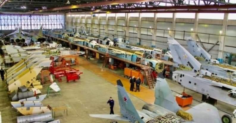 تحديث أول ستة قاذفات AAF Su-24 ، في مصنع 514 ARZ في Rzhev روسيا. 49539310842_d6b8cd9a5a_b
