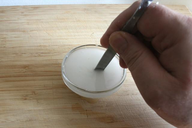 03 - Stärke verrühren / Stir in cornstarch
