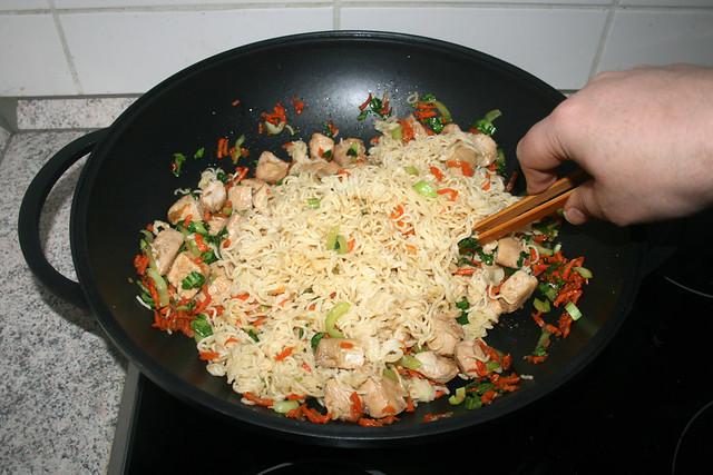39 - Ramen mit Fleisch & Gemüse vermischen / Mix ramen with meat & vegetables