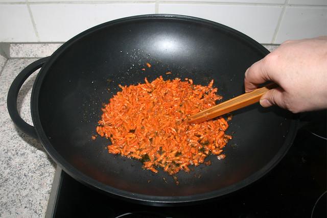 32 - Möhrenraspel andünsten / Braise grated carrot